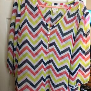 Chevron patterned top
